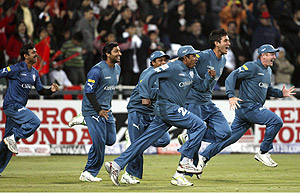 Deccan Chargers' Scott Styris, right, leads teammates as the run into the crease to celebrate their victory over the Royal Challengers Bangalore in the final of the Indian Premier League Twenty20 cricket match at the Wanderers stadium in Johannesburg, South Africa, Sunday, May 24, 2009. Deccan Chargers won by 6 runs. AP Photo/ Themba Hadebe