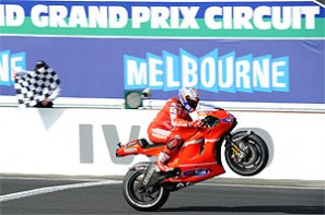 Stoner outclasses Lorenzo for MotoGP lead