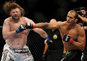 UFC Dos Santos hits Roy Nelson in heavyweight battle
