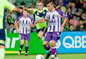 Smeltz bags four as Glory thrash Victory