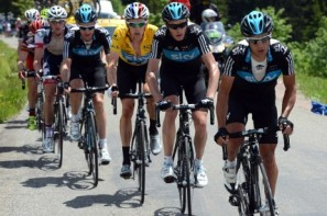 Cadel cracks, Wiggins passes toughest test