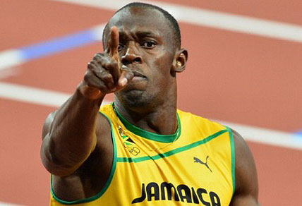 Jamaica's Usain Bolt celebrates after winning the men's 200m final. AFP PHOTO / GABRIEL BOUYS