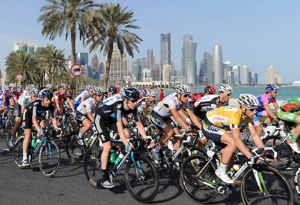 HTC ñ Highroad team rider Mark Renshaw of Australia (R) rides in Doha. AFP PHOTO / PASCAL GUYOT