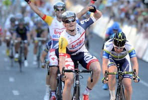 Tour Down Under hits Radelaide