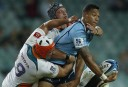 Israel Folau of the NSW Waratahs looks to offload. (Photo: Paul Barkley/LookPro)