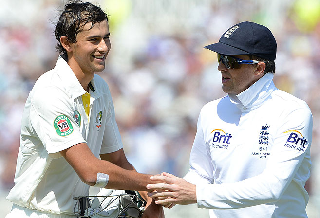 Australia's Ashton Agar (L) is congratulated by England's Graeme Swann. AFP PHOTO/ANDREW YATES.