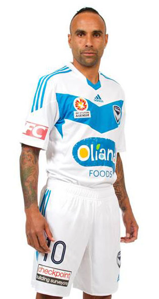 Melbourne Victory's 2013/14 away kit.