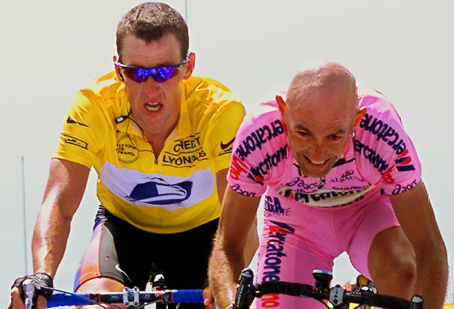 Marco Pantani outlasts Lance Armstrong to win Stage 12 of the 2000 Tour de France (AFP PHOTO/PASCAL GEORGE).