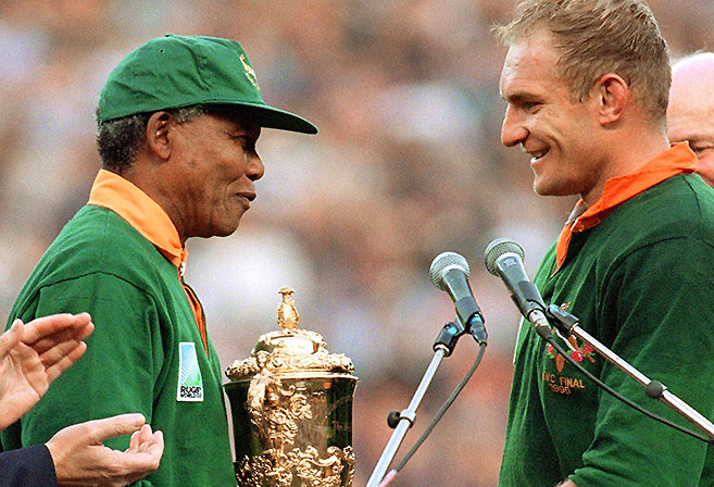 Nelson Mandela hands the William Webb Ellis Trophy to Francois Pienaar