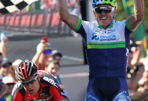 Simon Gerrans celebrates winning the 2014 Road Nationals