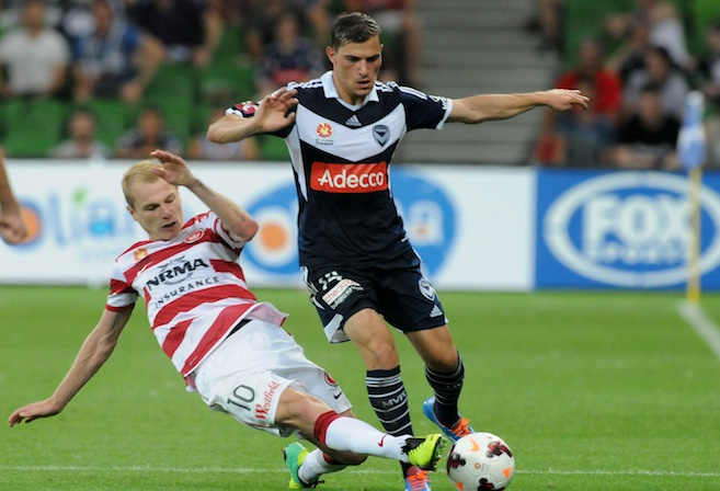 James Troisi(Melbourne Victory) Aarom Mooy go for the ball (Sydney Wanderers) go for the ball (AAP Image / Joe Sabljak)