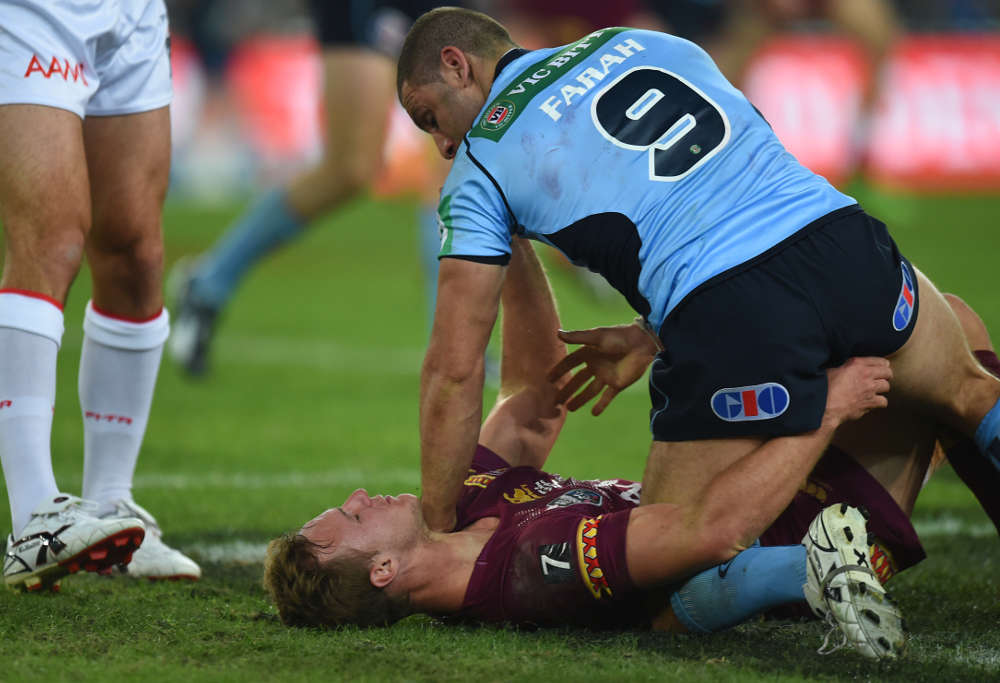 Robbie Farah holds down Daly Cherry-Evans in Origin 2 (Photo: AAP)