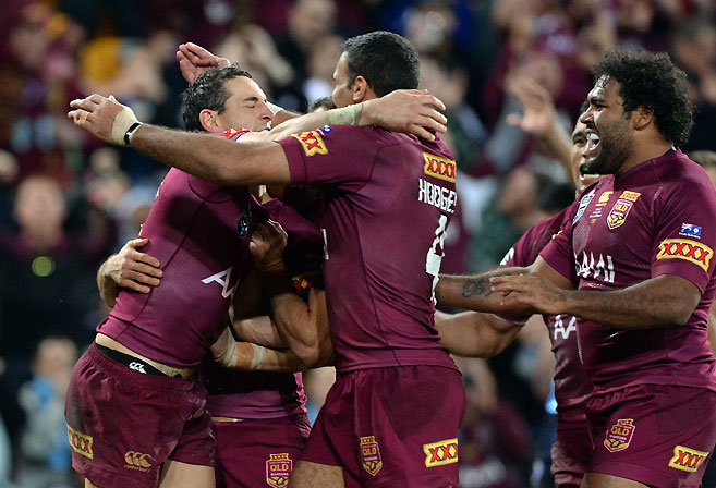 Queensland players celebrate Billy Slater's try during Game 3 of the 2014 State of Origin Series. (AAP Image/Dan Peled)