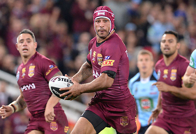 Johnathan Thurston looks to pass during Queensland's 32-8 win in Game 3 of the 2014 State of Origin Series.(Image: Dan Peled/AAP)