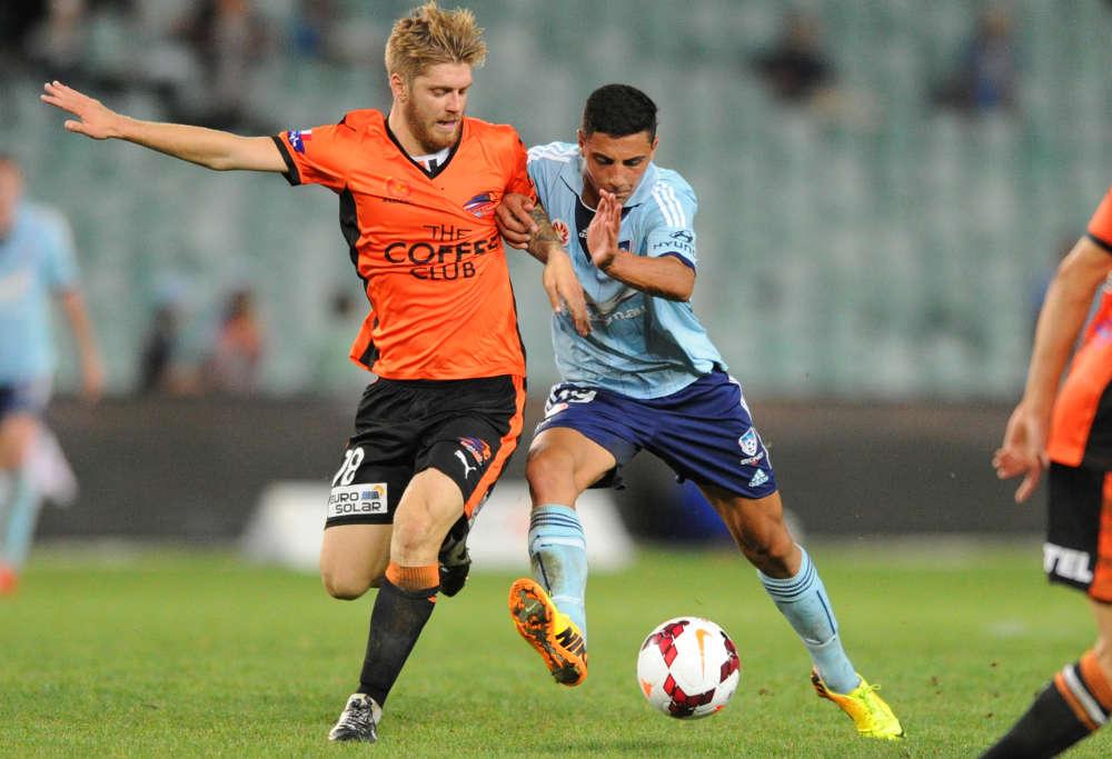 Luke Brattan tussles for the ball for Brisbane Roar (Photo: AAP)