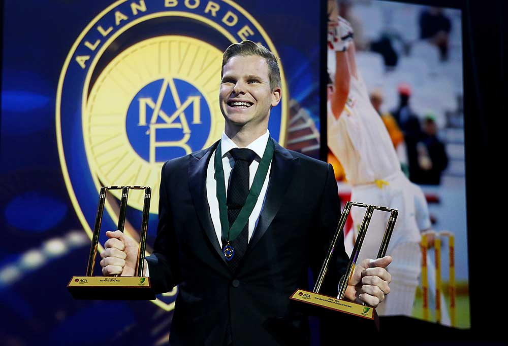 Steve Smith with Allan Border medal