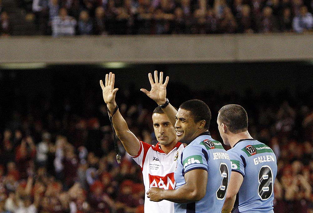 Michael Jennings is sin binned by referee Matt Cecchin