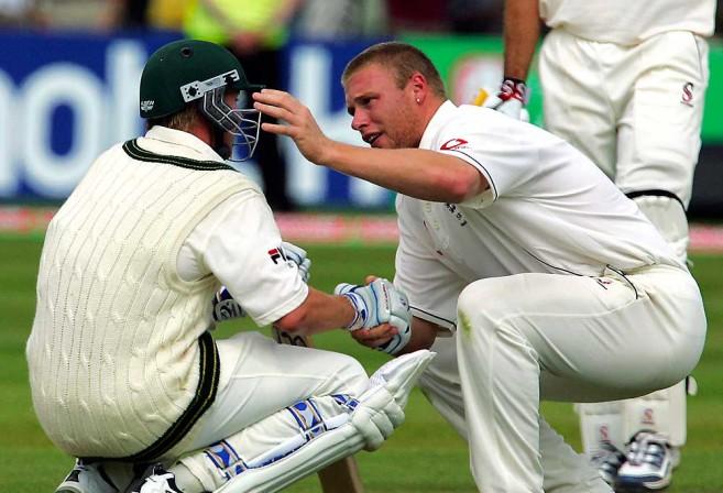 Andrew Flintoff (R) consoles Australian Brett Lee