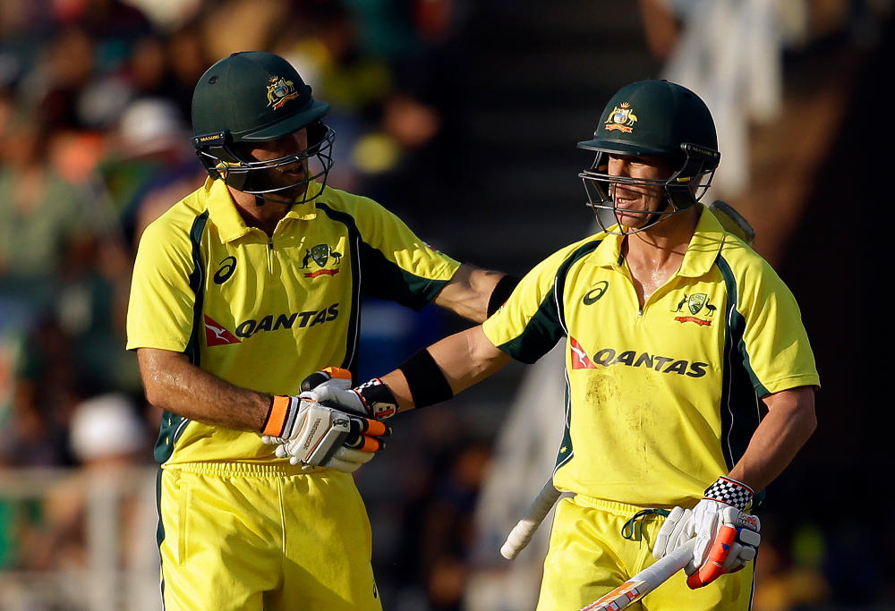 Glenn Maxwell congratulates David Warner