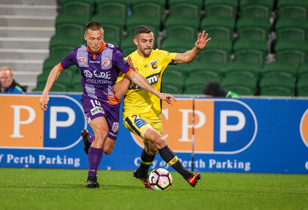 chris-harold-perth-glory-michael-neill-central-coast-mariners-football-a-league-2016