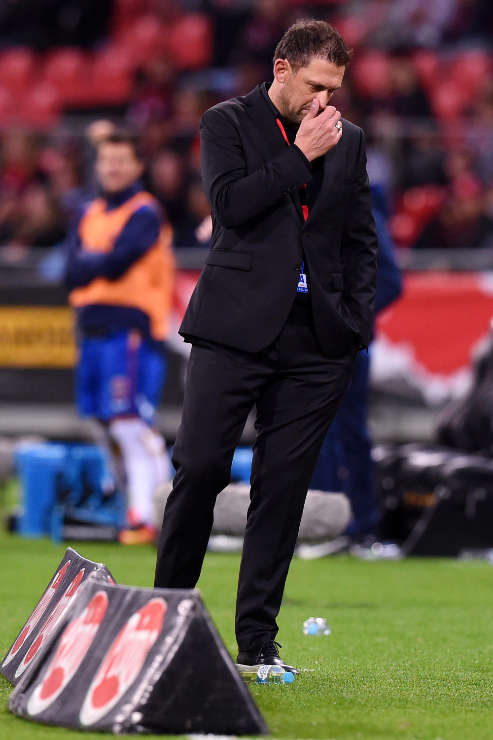 tony-popovic-western-sydney-wanderers-football-a-league-2016-tall