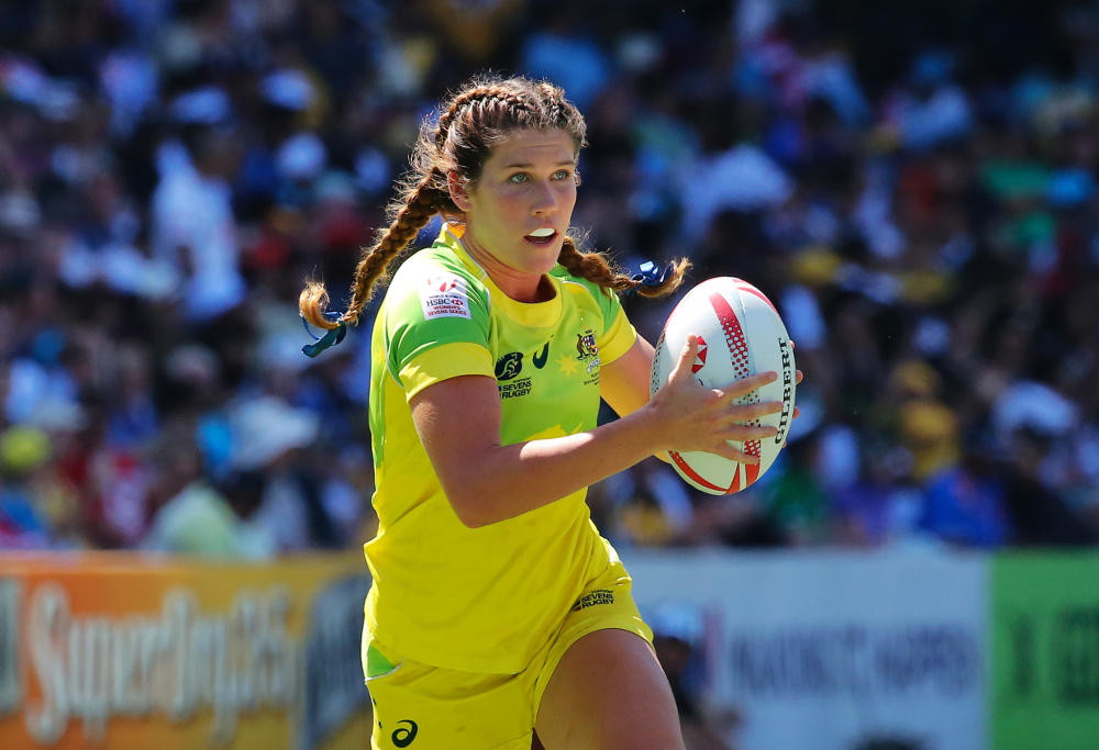 Australian rugby 7s player Charlotte Caslick runs the ball at the Sydney 7s