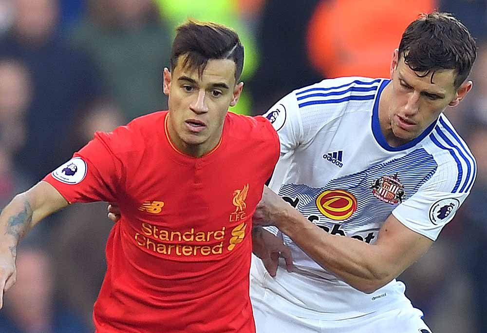 Liverpool's Philippe Coutinho, left, and Sunderland's Billy Jones battle for the ball