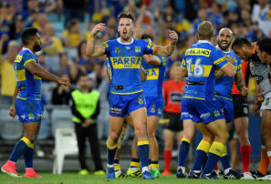 Parramatta Eels vs Canterbury Bulldogs: NRL live scores ...