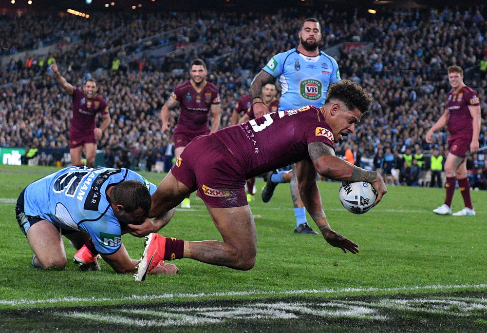 State of Origin 2017: Politicians face off as Maroons arrive in Sydney
