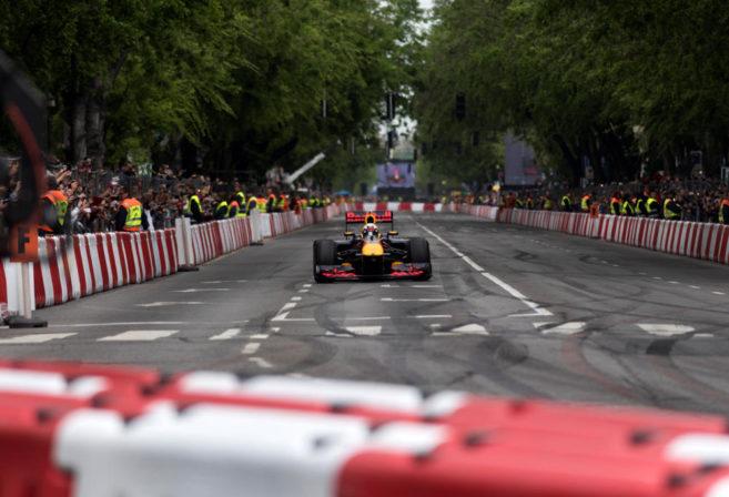 Daniel Ricciardo of Red Bull Formula 1 drives down some straight track.