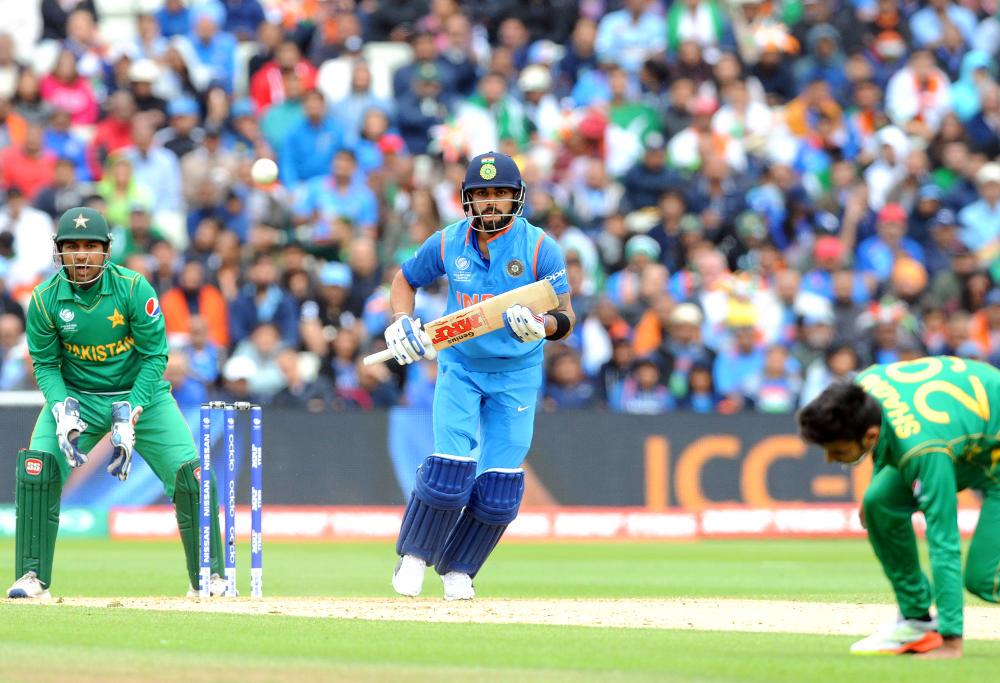 Virat Kohli runs between the wickets vs Pakistan