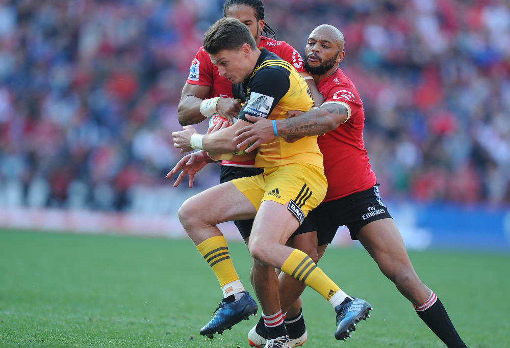Lionel Mapoe tackles Beauden Barrett